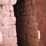 Entrée de l'une des grottes de Pétra